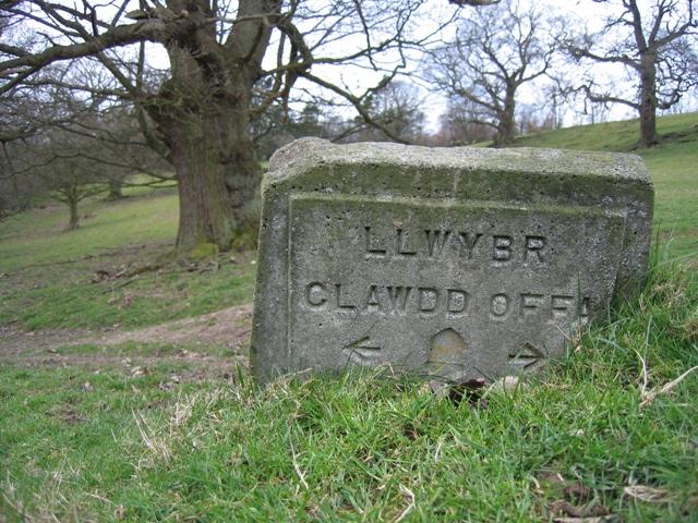 Llwybr Clawdd Offa Sign near Chirk Castle
