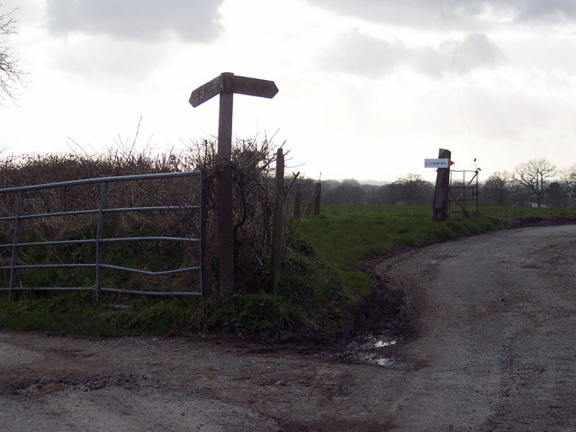 Footpath junction near Snaggs Farm