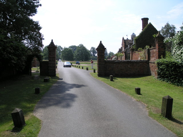 The public road through the grounds of Packwood House
