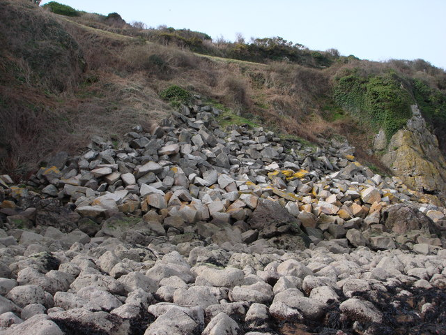 Stone ballast at the east end of Broadsands Beach