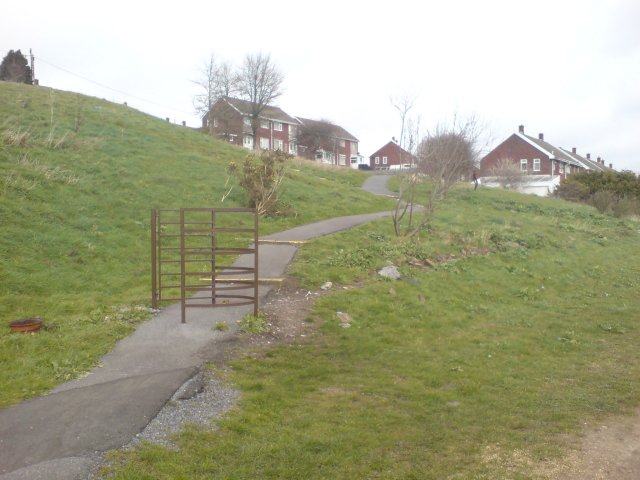 Pointless kissing gate