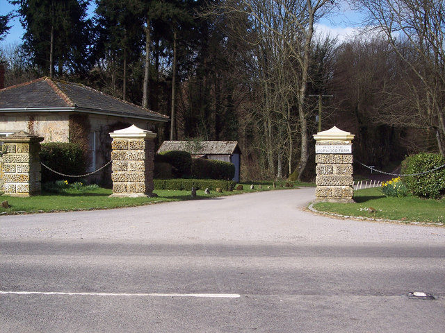 Entrance to Horwood Farm from the A30