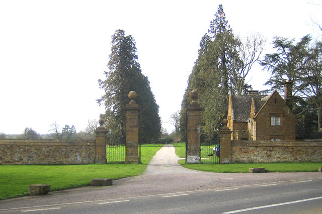 Steeple Barton: Barton Abbey entrance and lodge
