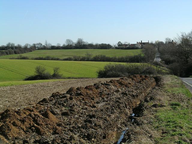 Farmland and Rivetts Farm from Rye Hill