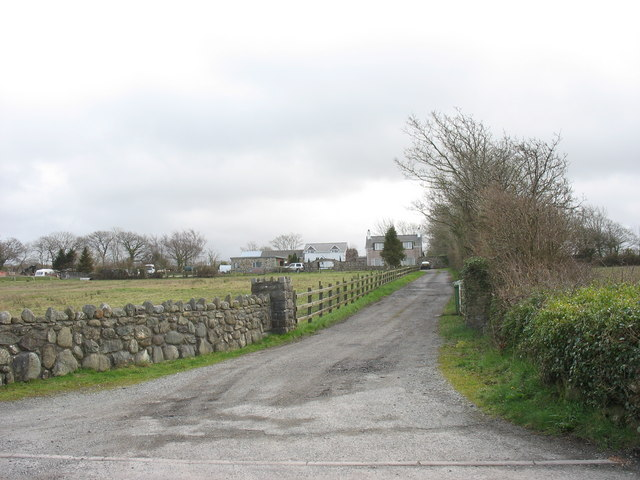The driveway to Rhos-chwilog
