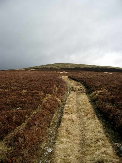 The track up the SW ridge of Cat Law