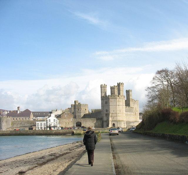 Castell Caernarfon from Tros 'Rabar