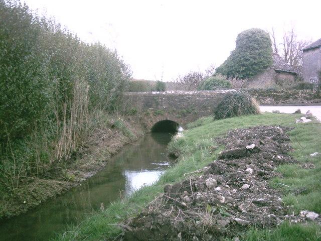 Stream dividing Broadwell and Kencot
