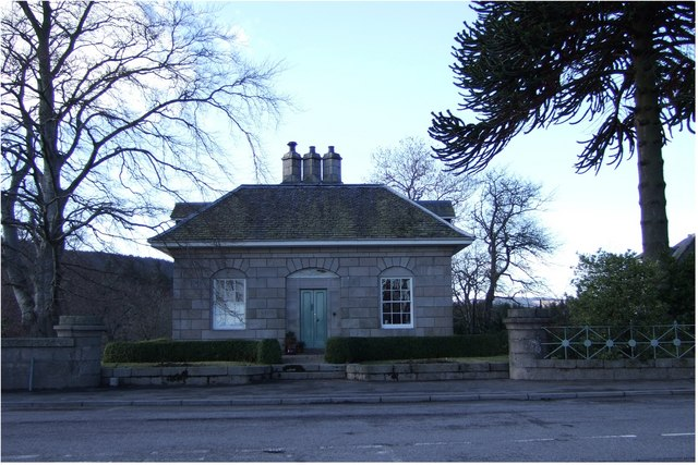 Lodge at north end of Dee Bridge in Aboyne
