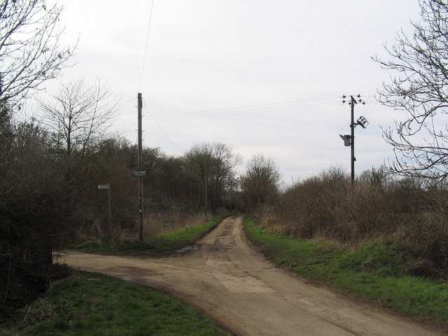 Footpath junction with Dusthill road
