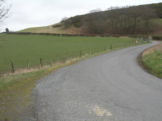 Bend in the road near Upper Tofts