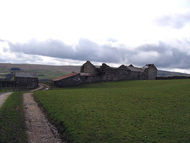 Derelict farm buildings on the track towards Guy's Close