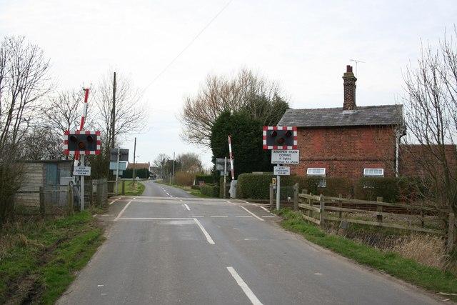 Commonside Road level crossing