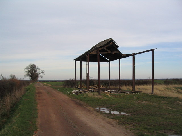 Ruined barn on track to Old Lodge Farm