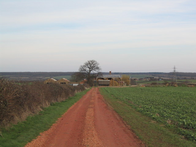 Approaching Old Lodge Farm