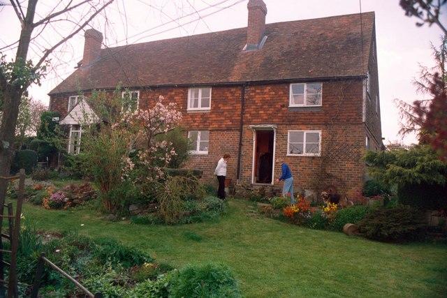 Spurs a farm residence on Ponts Farm
