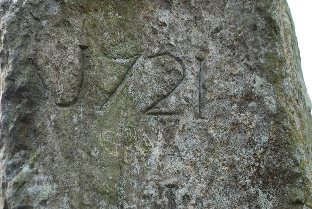 Arysgrifen ar Faenhir Pentrefelin Carving on Standing Stone