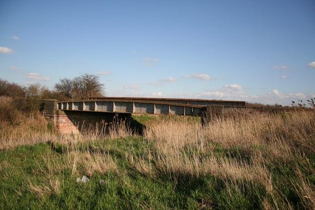 Rail bridge over South Drove Drain