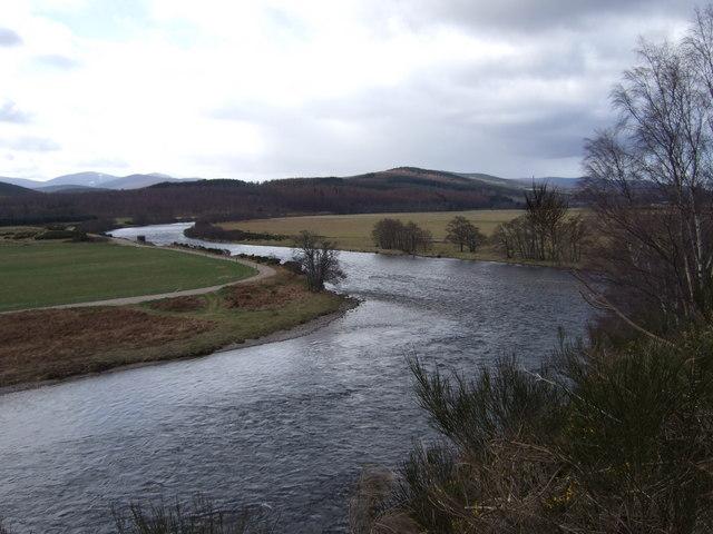 Z-bend in River Dee