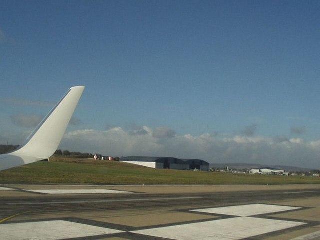 Runway 32, Leeds Bradford Airport