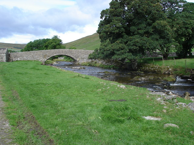 Halton Gill. Bridge over the River Skirfare