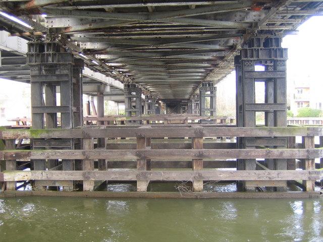 River Thames: Walton Bridge (old)