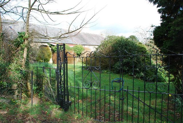 Mynedfa - Entry gate Madryn Castle Farm