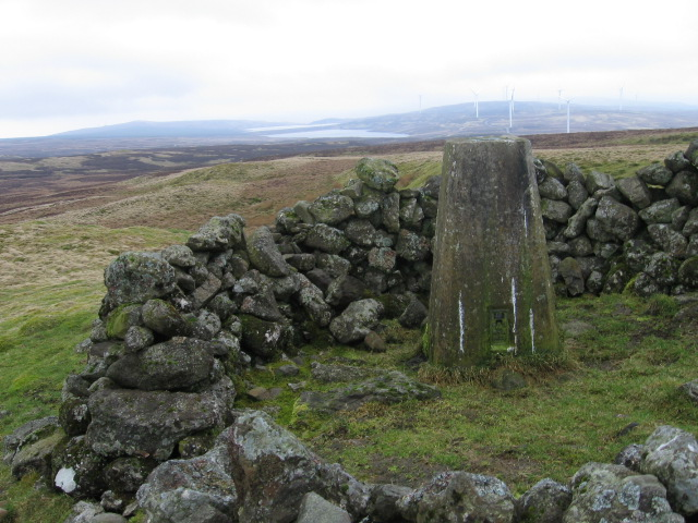 Carleatheran trig point S3633 towards Earlsburn Reservoirs