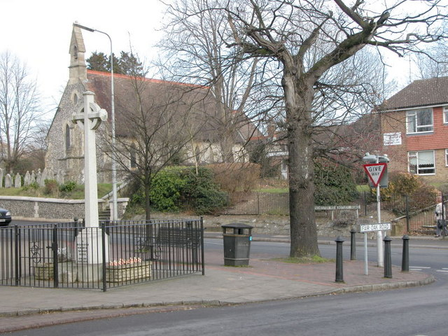 ST Thomas Church and War Memorial, Fair Oak Square.