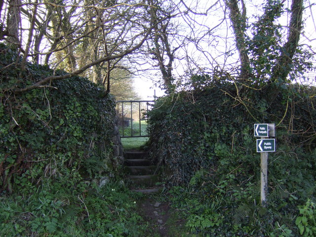 Footpath straight on