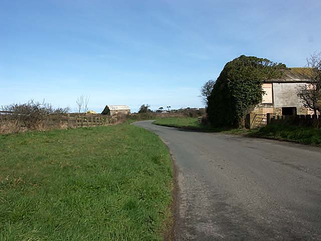 A dilapidated barn next to a bend in the road at Fiddler's Elbow.