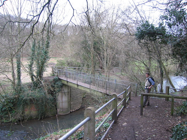 Small footbridge over the River Stour