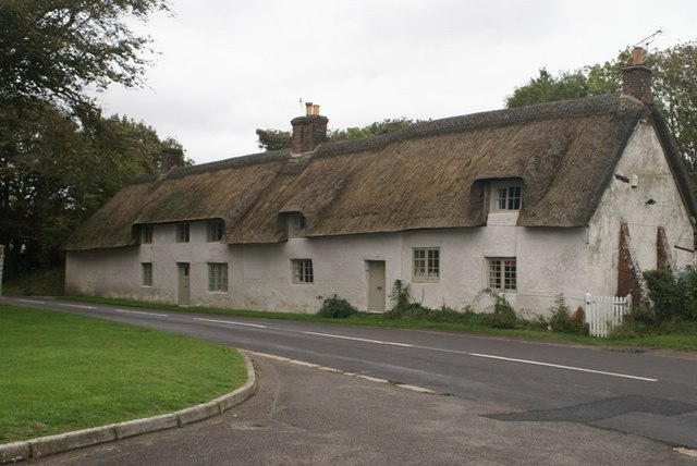 Cottages opposite White Lodge Gate