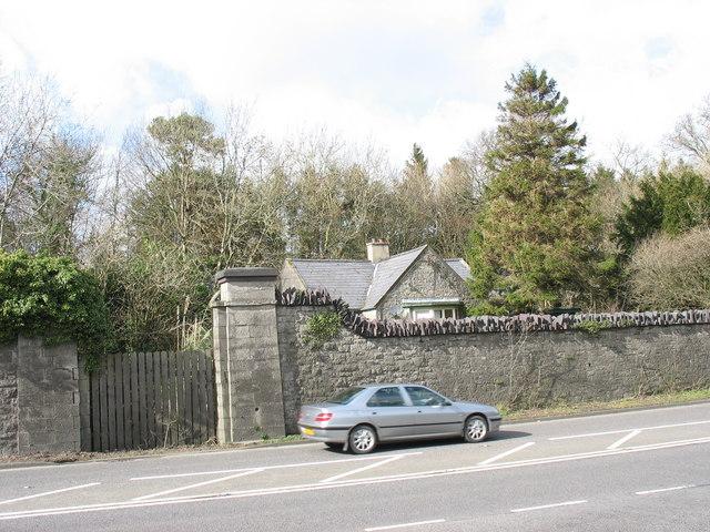 Former lodge facing the old Bangor Road junction