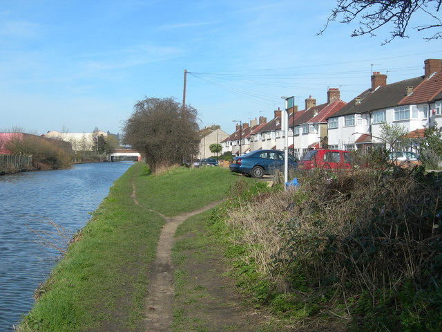 Bankside, Southall and Grand Union Canal