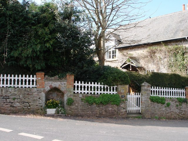 Wall with formal Alcove feature, Greenway Road,  Galmpton