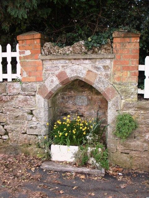 Alcove in garden wall , Greenway Road, Galmpton