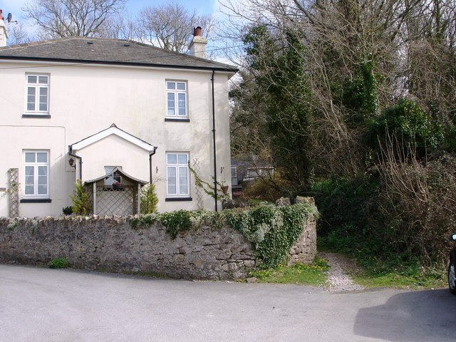 Public footpath by side of house above mouth of Galmpton Creek