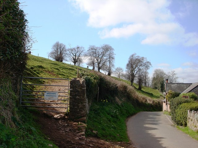 Field slopes down sharply to Galmpton