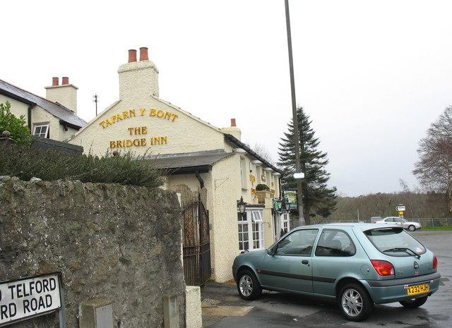 Tafarn y Bont/The Bridge Inn
