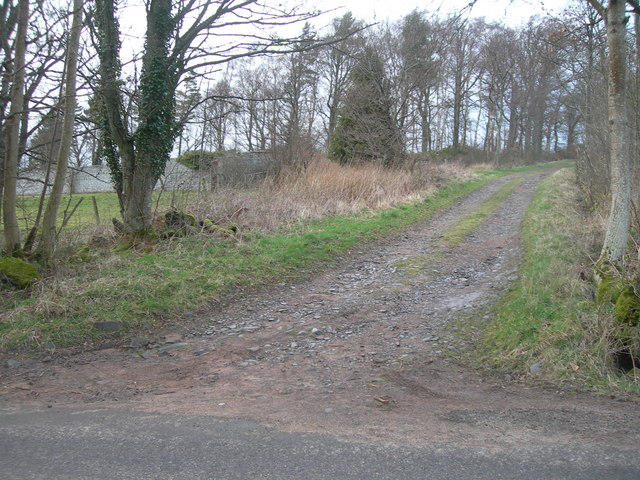 Track off minor road from Dunning