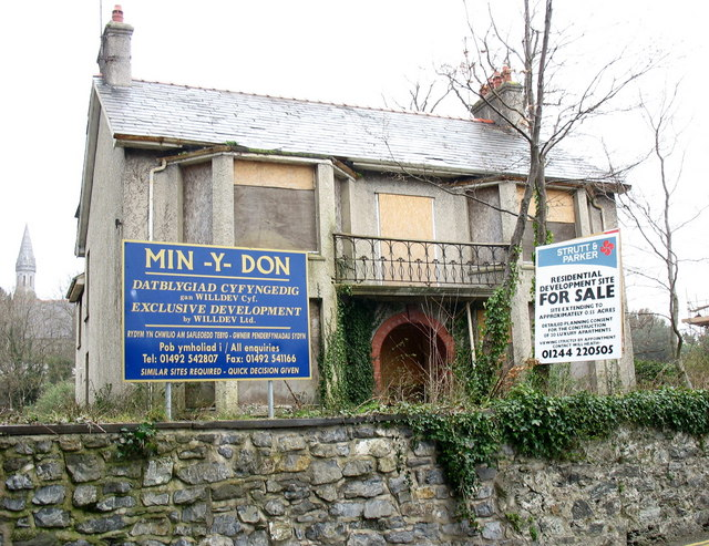 Ripe for Redevelopment - a dilapidated house in Tan-y-bonc