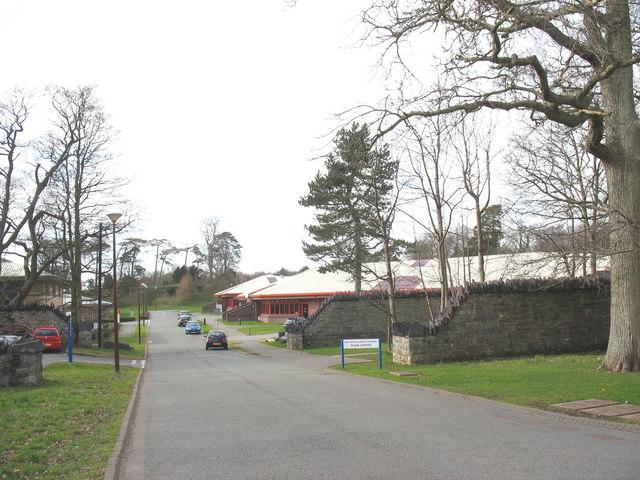 View west along Ffordd Gelli Morgan
