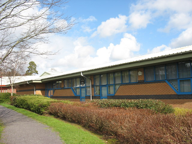 Y Ganolfan Gyfathrebu/The Media Centre, Ffordd y Parc