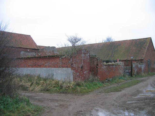 Field barn between Gallow Hill Wood and Warham