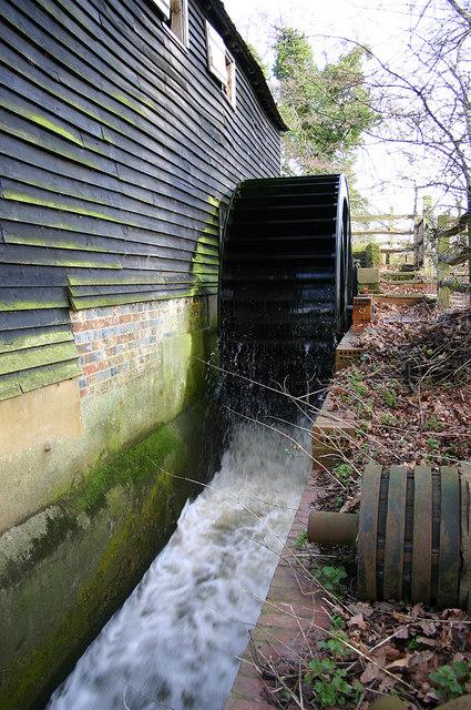 Waterwheel in action at Michelham