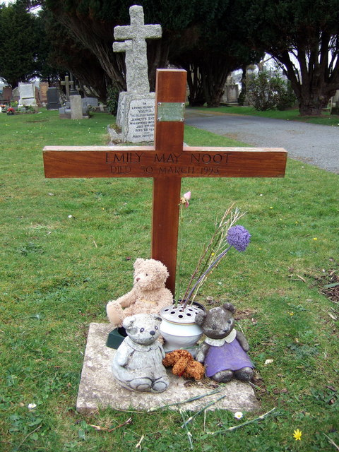 Child's grave, Milford Haven cemetery