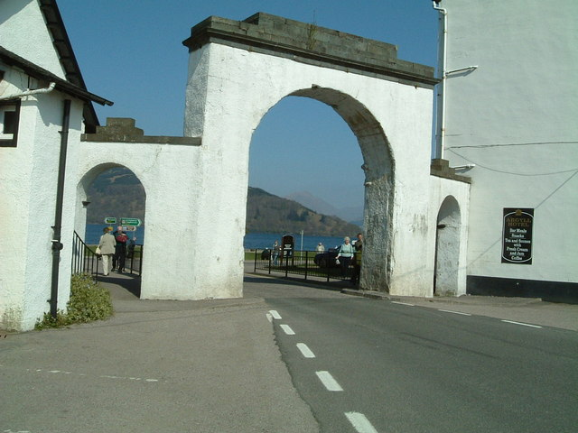 Archway  from  Inveraray town