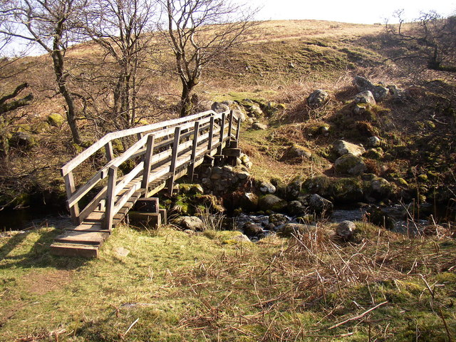 Footbridge over Threestone Burn.
