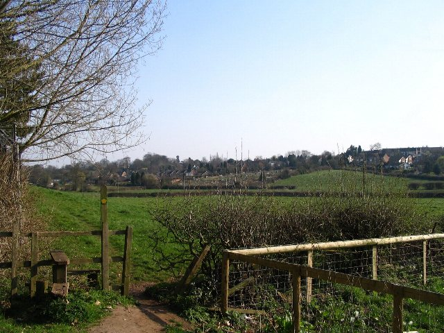 Footpath between Jaguar and Townfields